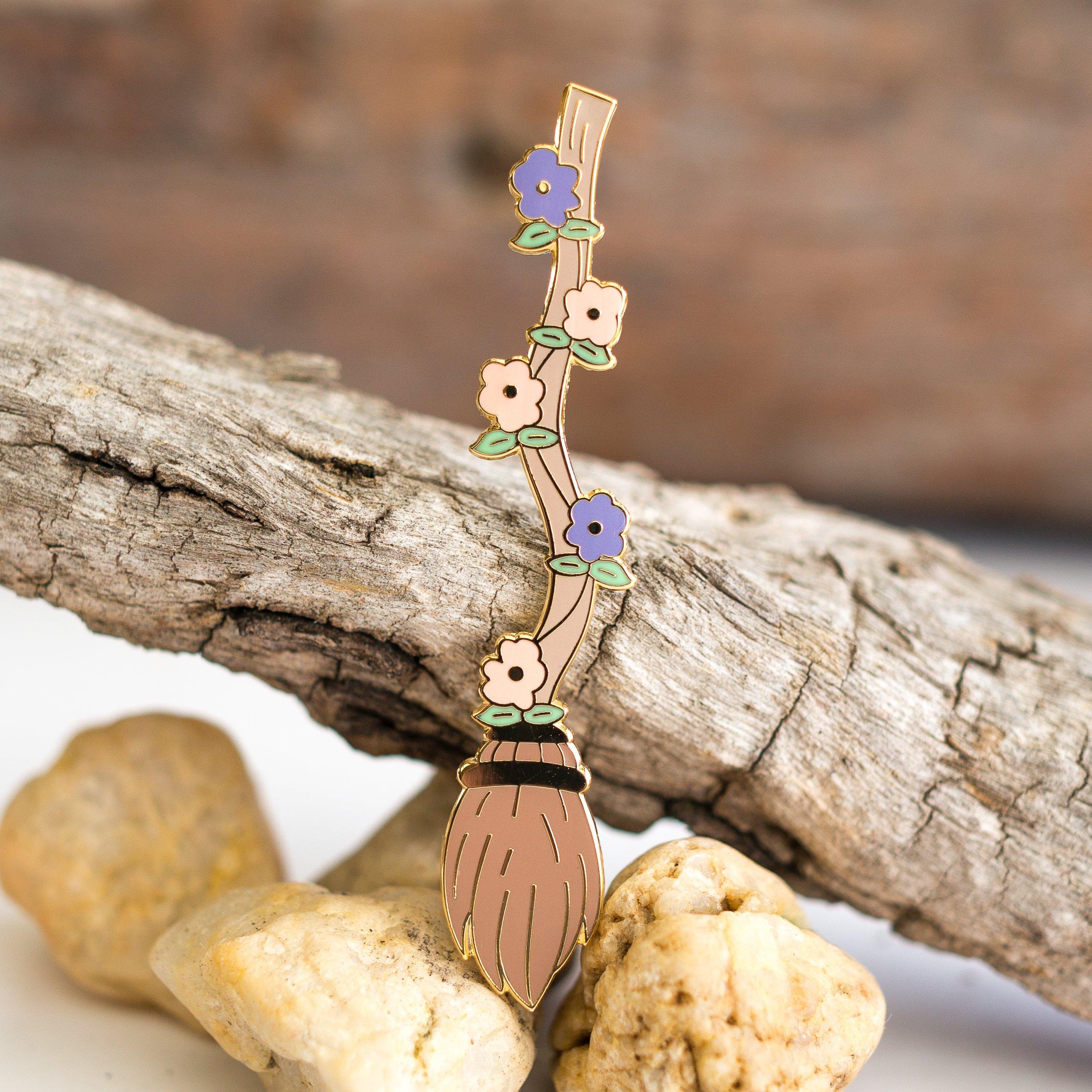 Balai de sorcière pin's halloween - witch enamel pin